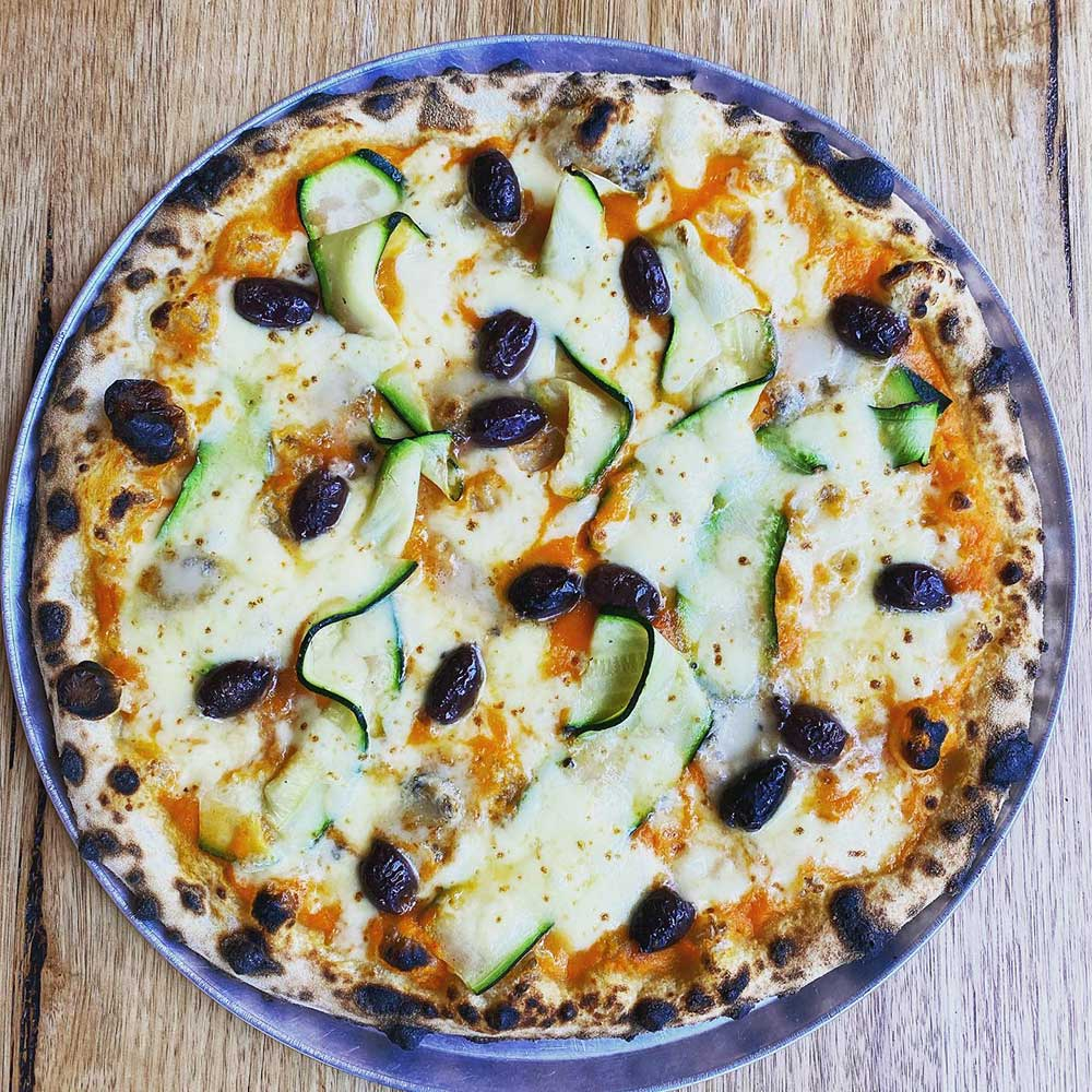 Fontalina pizza with olives and zucchini